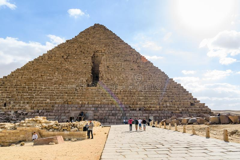 Dating de grote piramide van Giza huwelijk na het dateren van 2 maanden