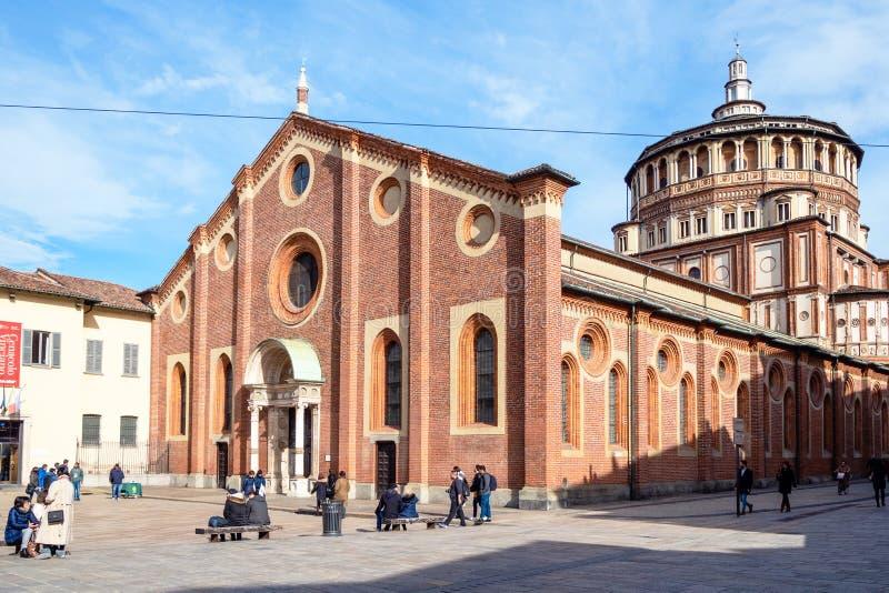 Toeristen dichtbij Kerk Santa Maria delle Grazie stock foto