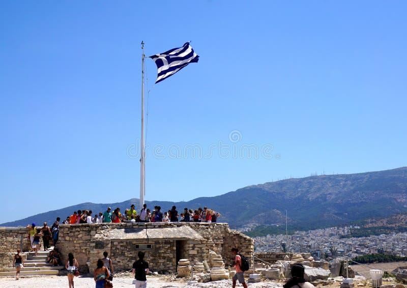 Toeristen die Akropolis bezoeken royalty-vrije stock afbeeldingen