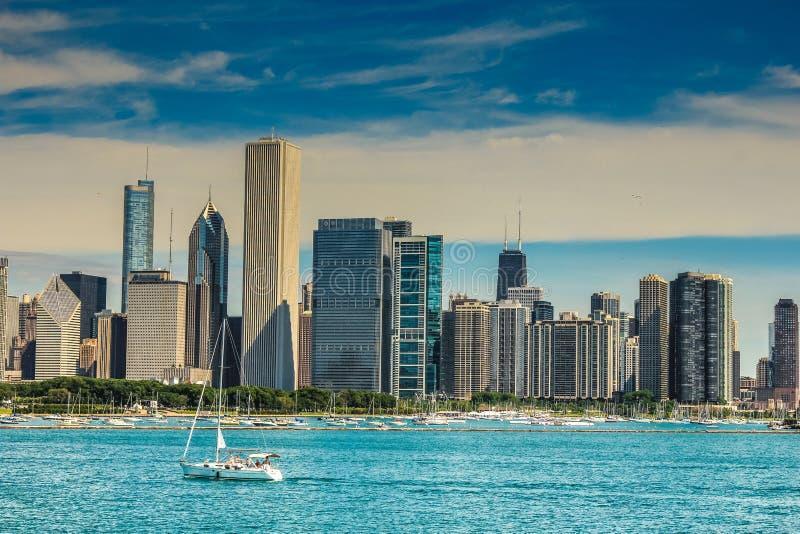 Toeristen die architectuur van reis in Chicago genieten royalty-vrije stock afbeeldingen