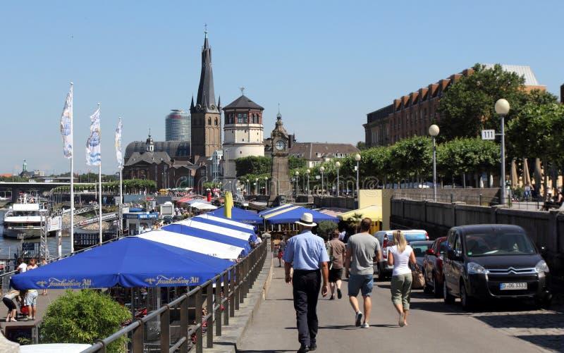 Toeristen die Dusseldorf bezoeken stock foto's