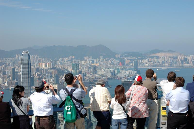 Toeristen die Hongkong bezienswaardigheden bezoeken stock afbeelding
