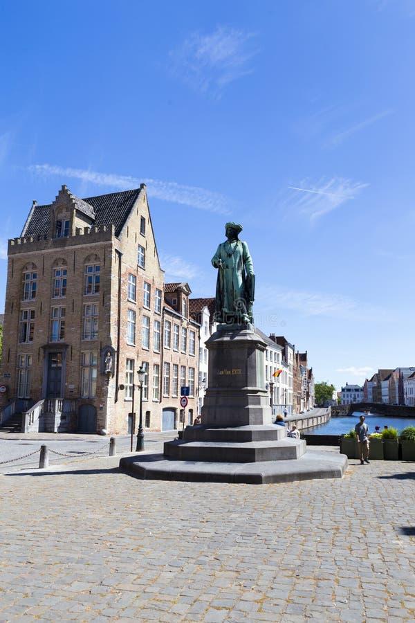 Toeristen die Jan Van Eyck Square bezoeken royalty-vrije stock afbeelding