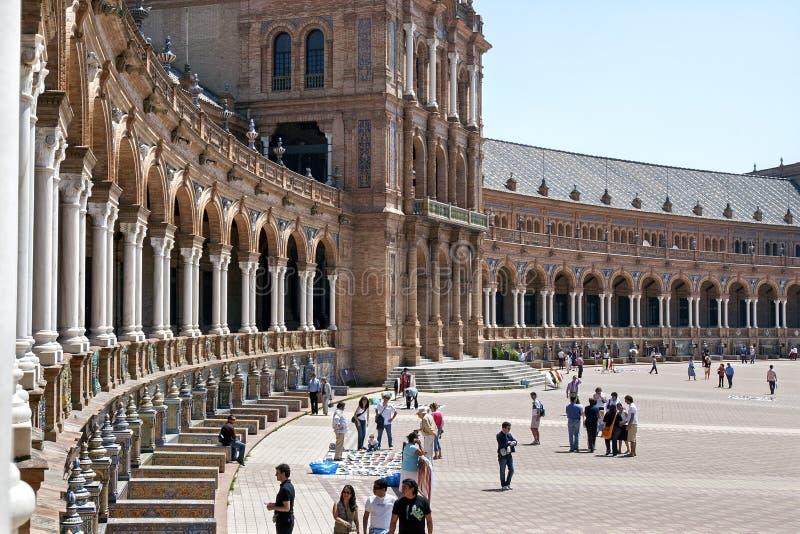 Toeristen die Plaza DE Espana, Sevilla, Spanje bezoeken royalty-vrije stock foto