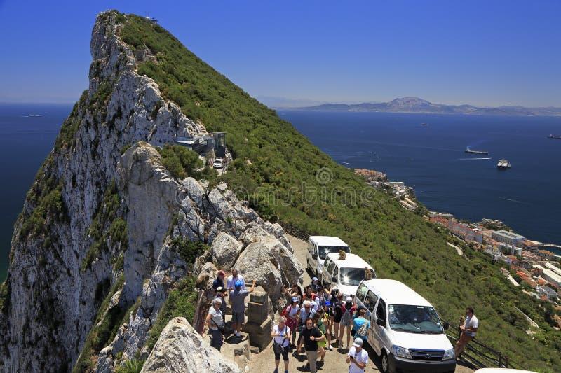 Toeristen die van het landschap van Straat van Gibraltar genieten stock fotografie