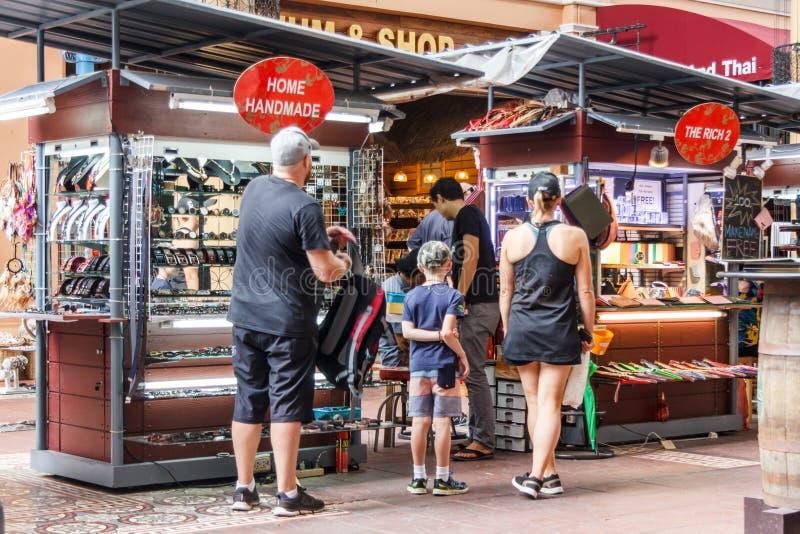 Toeristen het winkelen royalty-vrije stock foto's