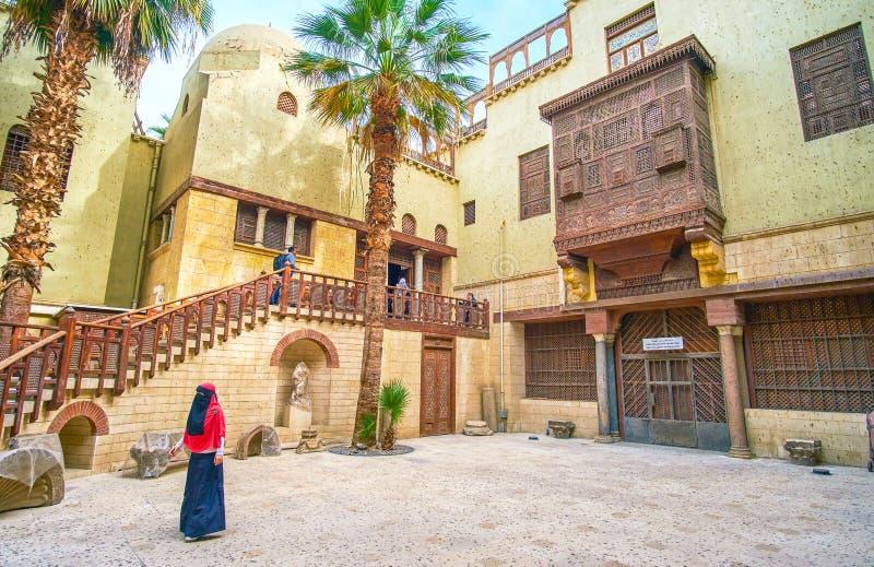 Toeristen in Koptisch Museum in Kaïro, Egypte royalty-vrije stock fotografie