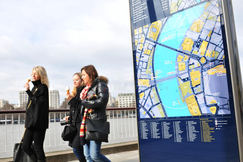 Toeristen in Londen royalty-vrije stock afbeeldingen