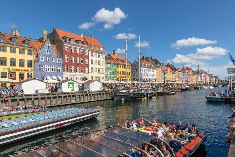Toeristen in Nyhavn of Nieuwe Haven, Kopenhagen royalty-vrije stock fotografie