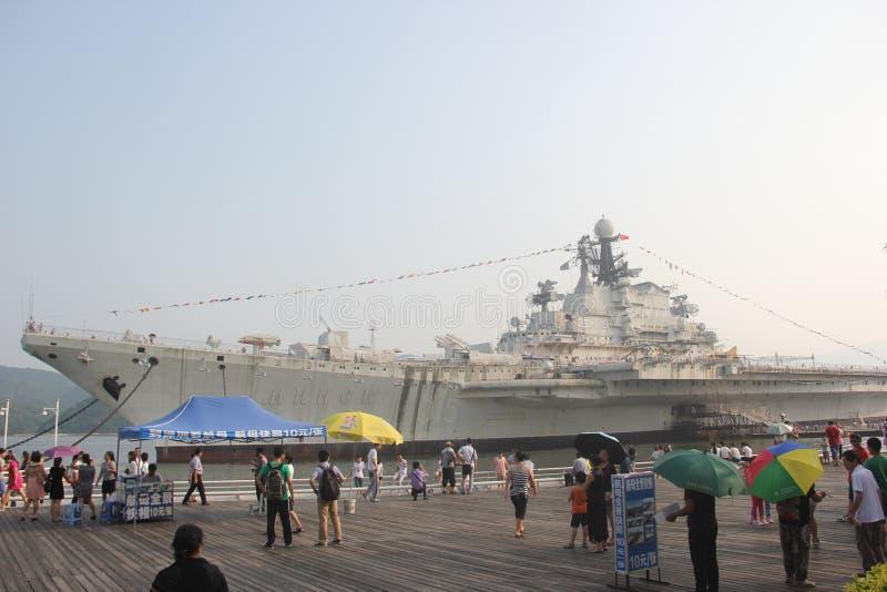 Toeristen om Ming-de dragerwereld van Si te bezoeken g stock afbeeldingen