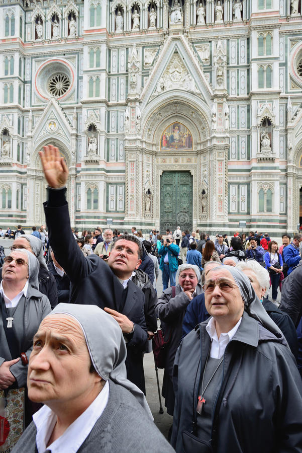 Toeristen op Piazza del Duomo royalty-vrije stock fotografie