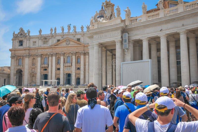 Toeristen in Vatikaan, Rome, Italië stock afbeeldingen