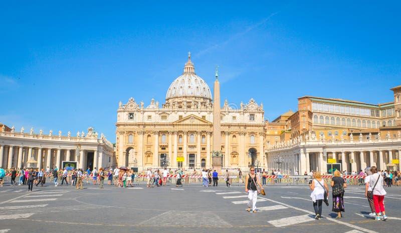 Toeristen in Vatikaan, Rome, Italië stock afbeelding