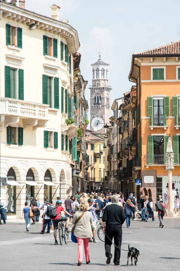Toeristen in Verona royalty-vrije stock afbeeldingen