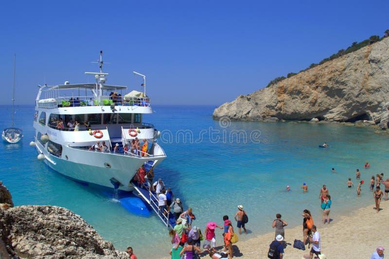 Toeristenboot in Porto Katsiki, Griekenland royalty-vrije stock foto's