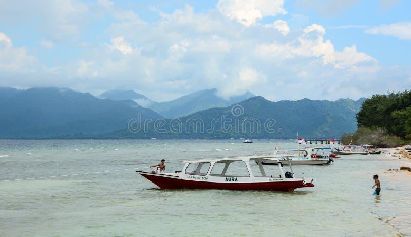 Toeristenboten die op het overzees in Gili Meno, Indonesië dokken royalty-vrije stock afbeeldingen
