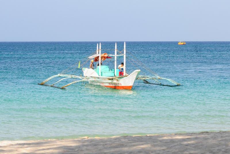 Toeristenboten op het overzees in Boracay, Filippijnen royalty-vrije stock foto's