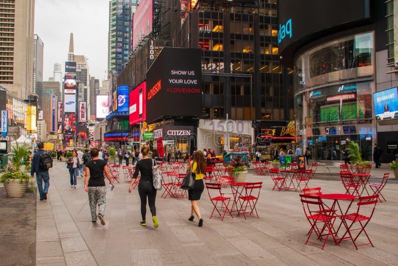 Toeristenhoofd voor Times Square stock foto