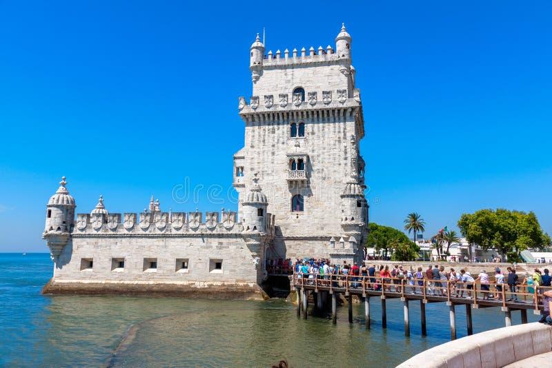 Toeristenrij bij de Toren van Belem royalty-vrije stock afbeeldingen