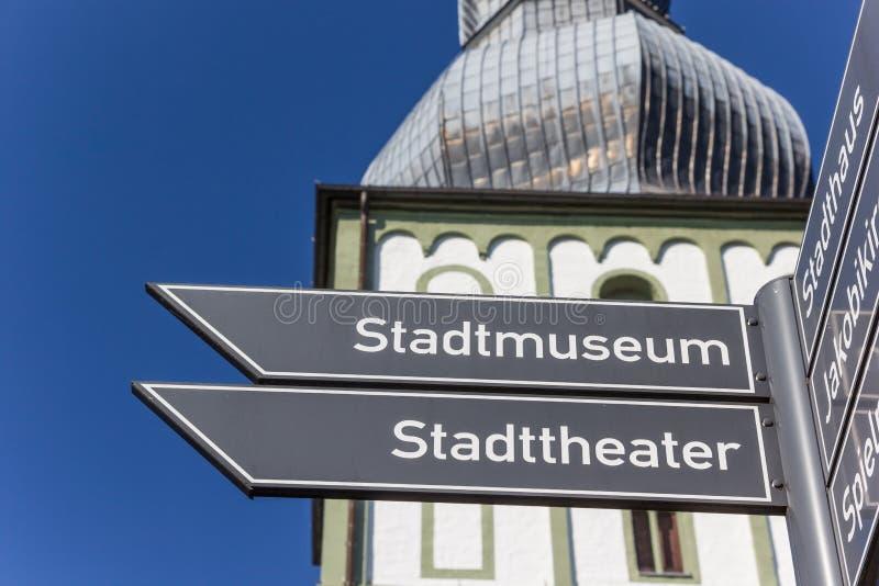 Toeristenteken voor de Marien-kerk in Lippstadt royalty-vrije stock foto