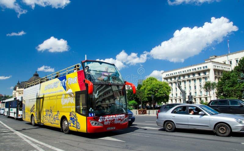 Toeristische bus in Boekarest stock foto's