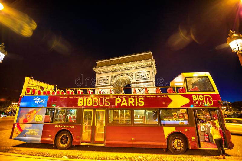 Toeristische Bus in Parijs stock afbeelding