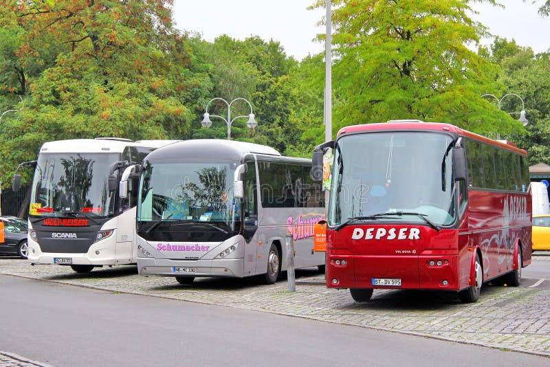 Download Toeristische bussen redactionele afbeelding. Afbeelding bestaande uit oriëntatiepunt - 39106165