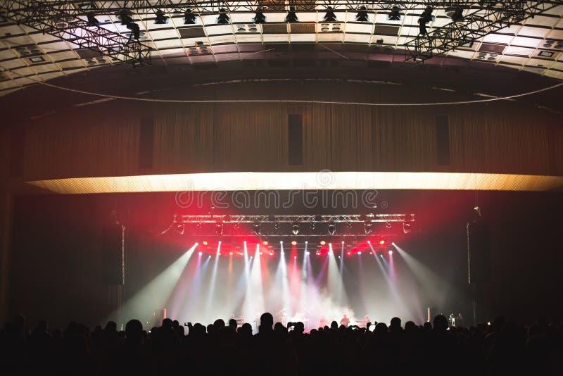 Toeschouwers in de grote concertzaal royalty-vrije stock fotografie