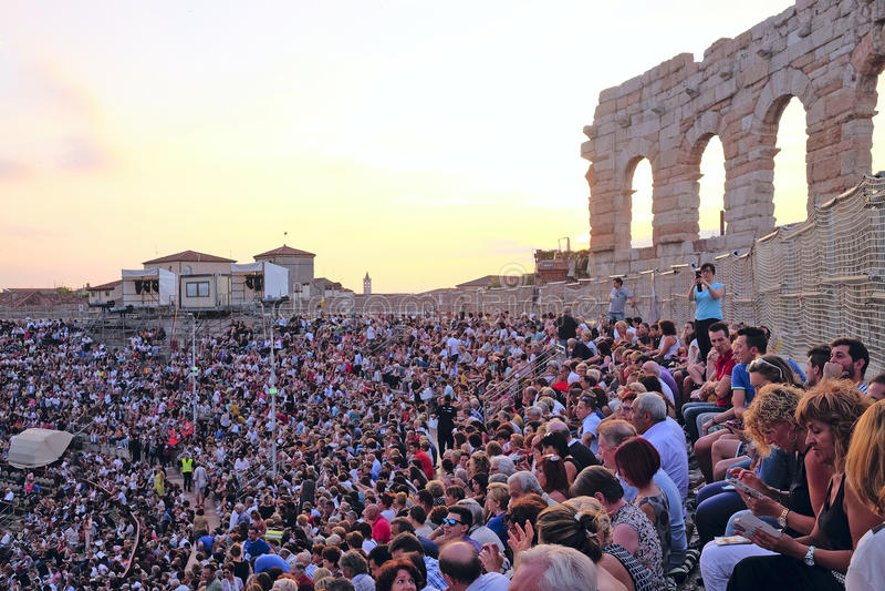 Toeschouwers op een overleg in Arena van Verona royalty-vrije stock foto