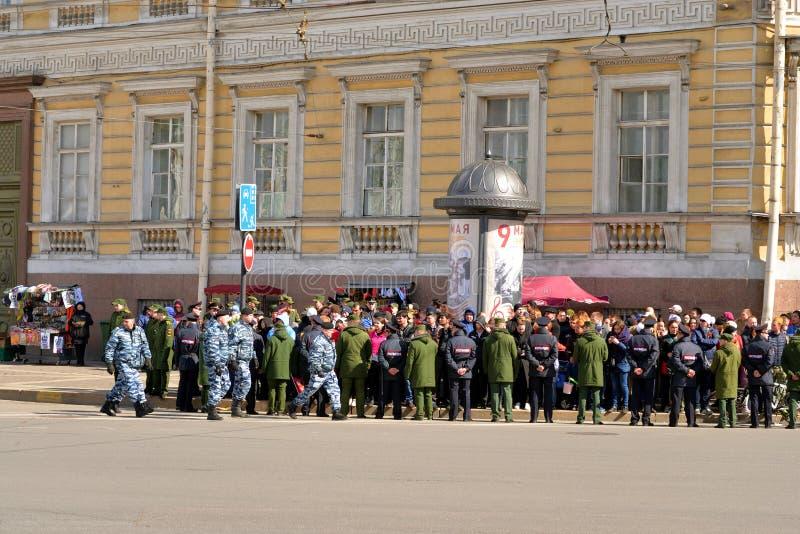 Toeschouwers Victory Parade op Paleisvierkant royalty-vrije stock foto