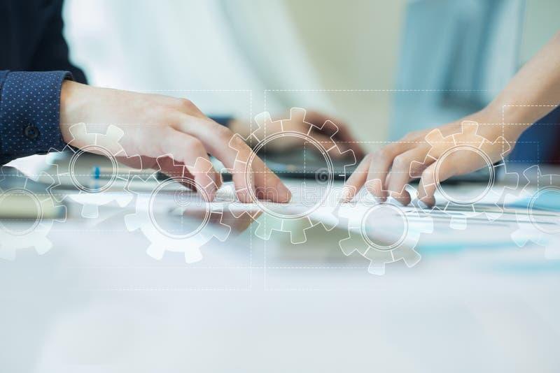 Toestellen op het virtuele scherm Bedrijfsstrategie en technologieconcept Automatiseringsproces stock afbeelding