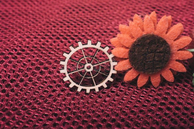 Toestelwiel en valse bloem als concept techniek stock afbeelding