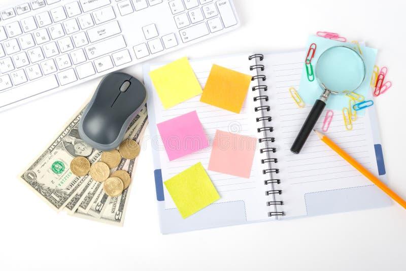 Toetsenbord met meer magnifier en contant geld stock fotografie
