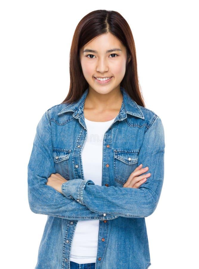 Toevallig jong Aziatisch vrouwelijk model royalty-vrije stock foto