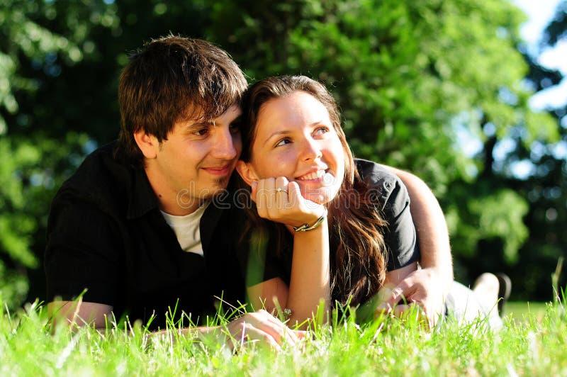 Toevallig paar in liefde stock afbeelding
