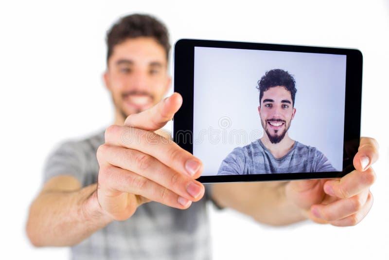 Toevallige mens die een selfie nemen stock afbeeldingen
