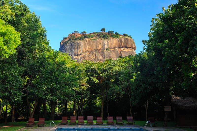 Toevlucht dichtbij leeuwrots in Sigiriya in Sri Lanka stock afbeeldingen