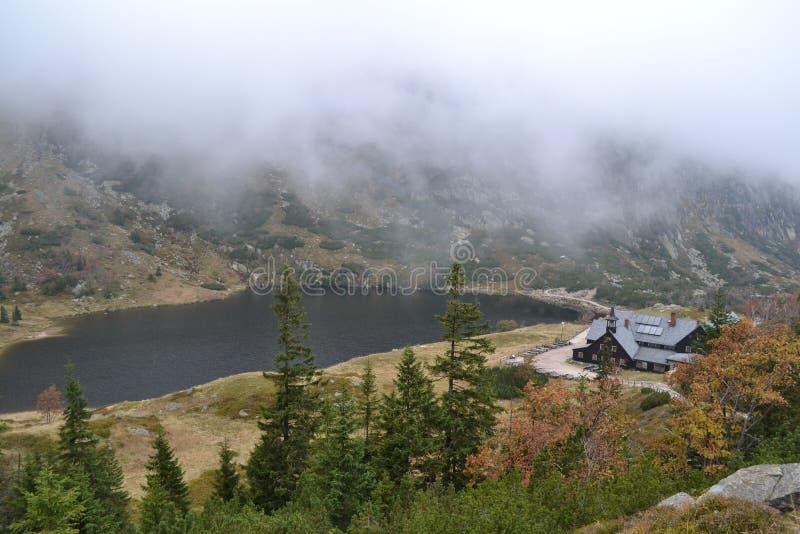 Toevluchtsoord in bergen royalty-vrije stock foto