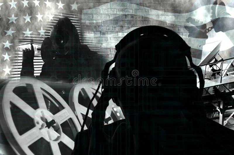 Toezicht op burgers, de geheime dienst die, speciale agenten aan het gesprek, fotocollage in contourverlichting luisteren stock fotografie