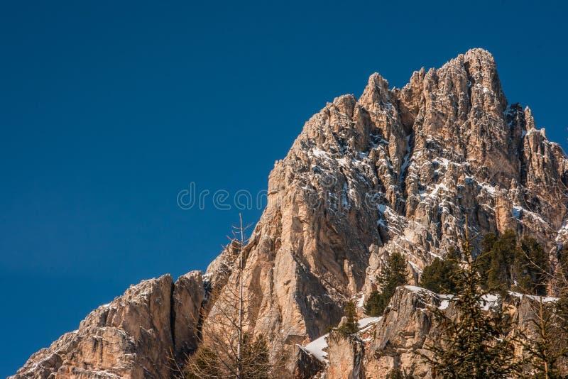 Tofana di Rozes sopra un cielo blu nell'inverno, ` Ampezzo, della cortina D immagine stock libera da diritti