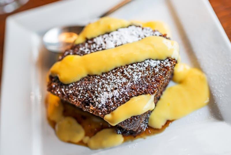 Toffee-Pudding mit Vanillepudding stockfotos
