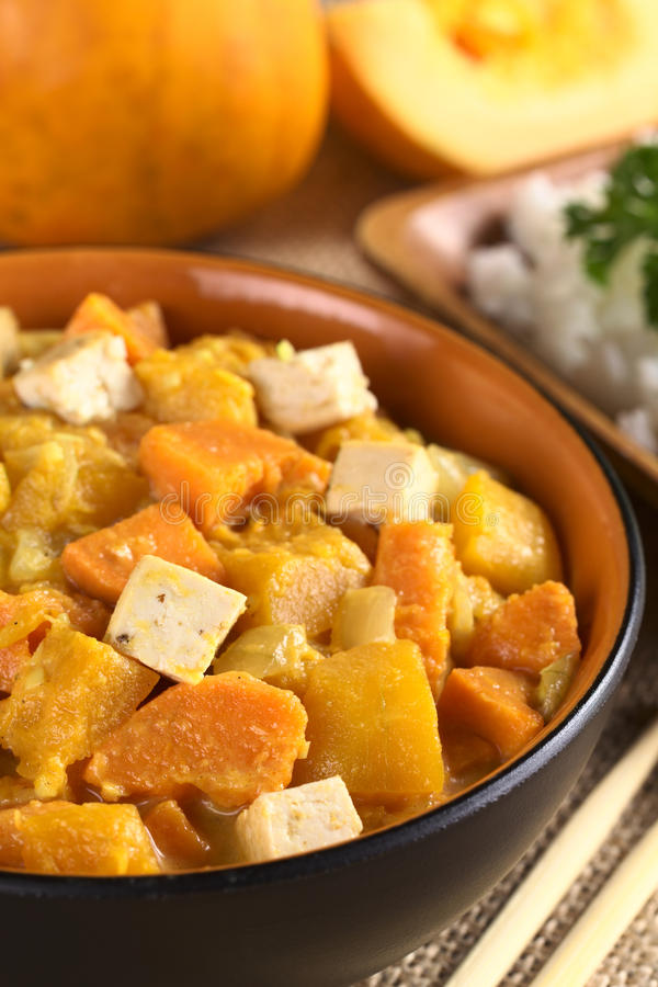 Tofu, κολοκύθας και γλυκών πατατών κάρρυ στοκ εικόνα