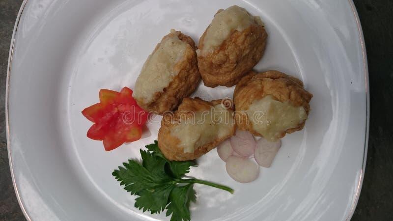 Tofu com bola de carne, aipo, e foto do tomate imagens de stock royalty free