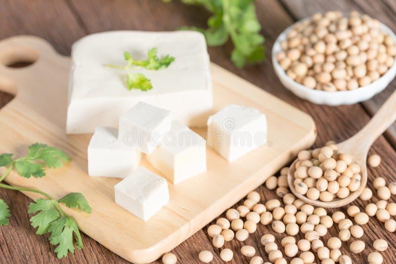 Tofu com feijão da soja, cru e alimento natural imagem de stock royalty free