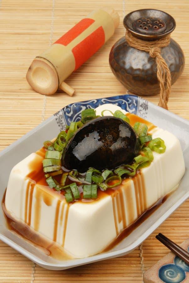 Tofu met bewaarde eieren stock foto