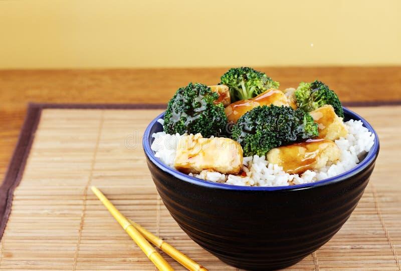 Tofu und Brokkoli stockbilder