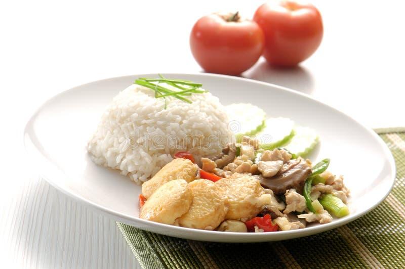 Tofu und zerkleinern auf Reis. stockfotos
