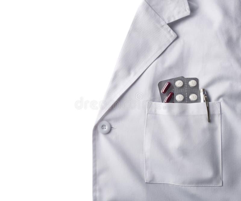 Toga witte arts met pillenachtergrond stock foto