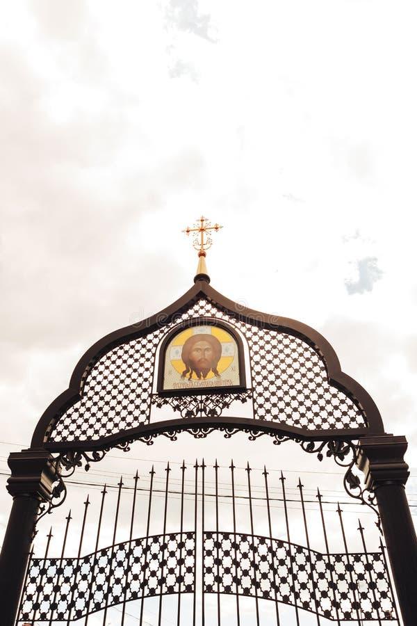 Togliatti, Ryska federationen, 15 juni 2019, den ortodoxa kyrkan i Kazanikonen för Guds mor fotografering för bildbyråer
