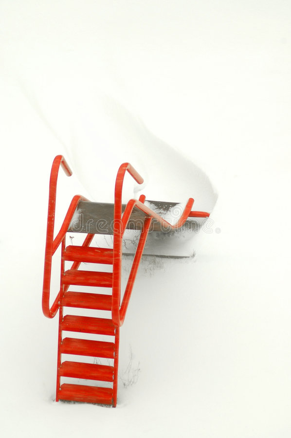Togoggan Rosso In Neve Immagine Stock Libera da Diritti